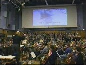 John Williams dirigiendo la London Symphony Orchestra en los estudios Abbey Road de Londres