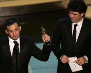 Amenábar con su Oscar